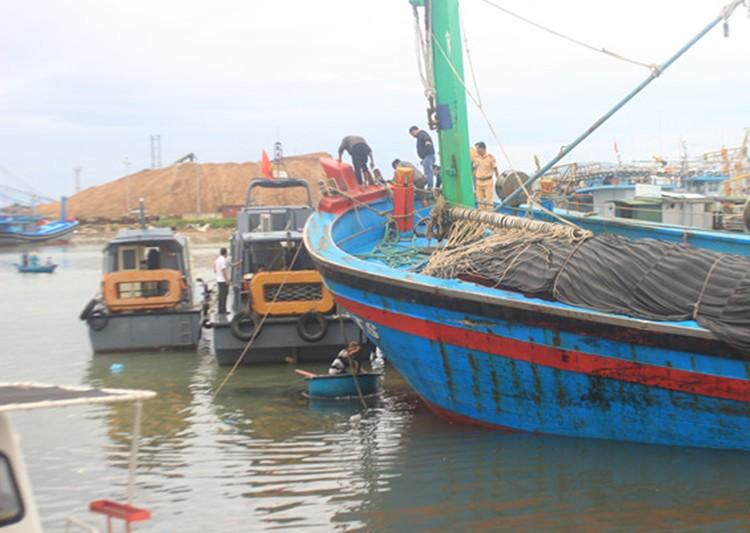 Bão số 5 đánh hỏng hơn 70 tàu cá ở Quy Nhơn - ảnh 1
