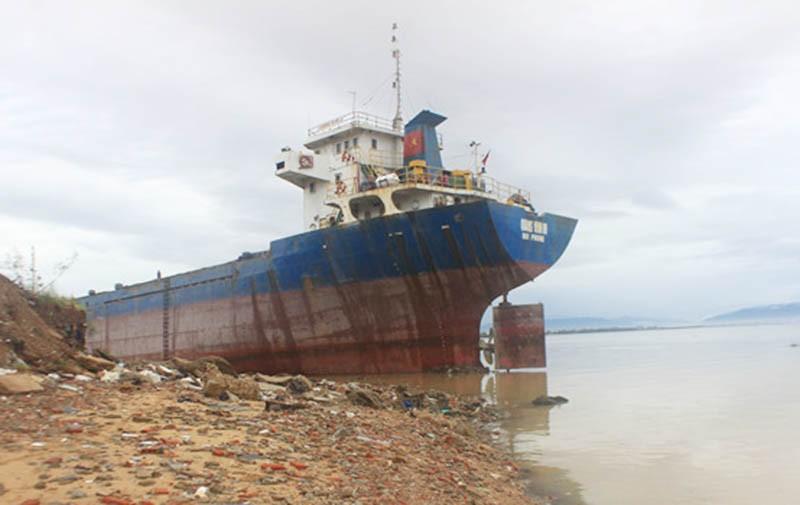 Bão số 5 đánh hỏng hơn 70 tàu cá ở Quy Nhơn - ảnh 2