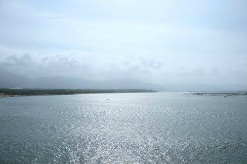 1 ngư dân bị sóng đánh rơi xuống biển mất tích - ảnh 1