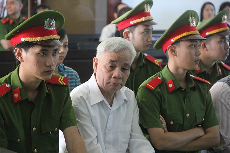 Xét xử cựu chánh án tỉnh Phú Yên bị cáo buộc tham ô - ảnh 2