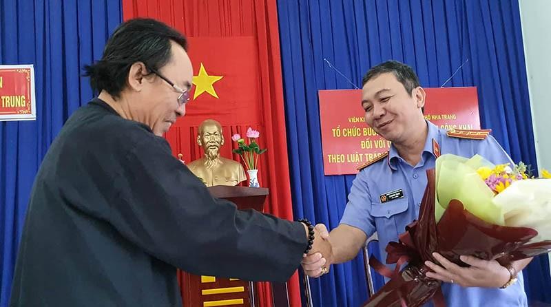 Viện Kiểm sát TP Nha Trang xin lỗi người bị oan 18 năm  - ảnh 1