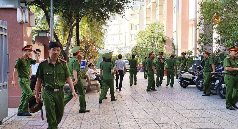 Nhiều báo vẫn không được dự phiên xử ông Trần Vũ Hải - ảnh 3