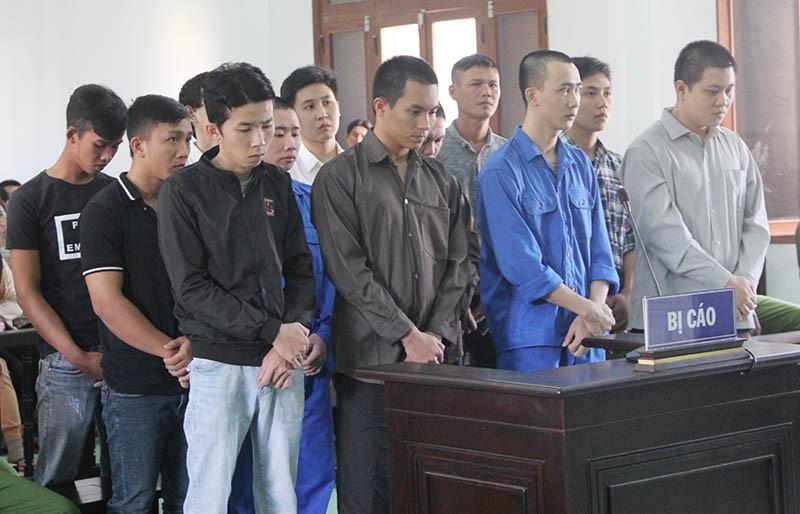 2 án chung thân, 145 năm tù cho 12 thanh niên chém chết người - ảnh 1