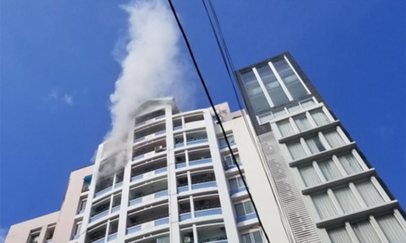 Cháy căn hộ chung cư ở trung tâm TP Nha Trang - ảnh 1