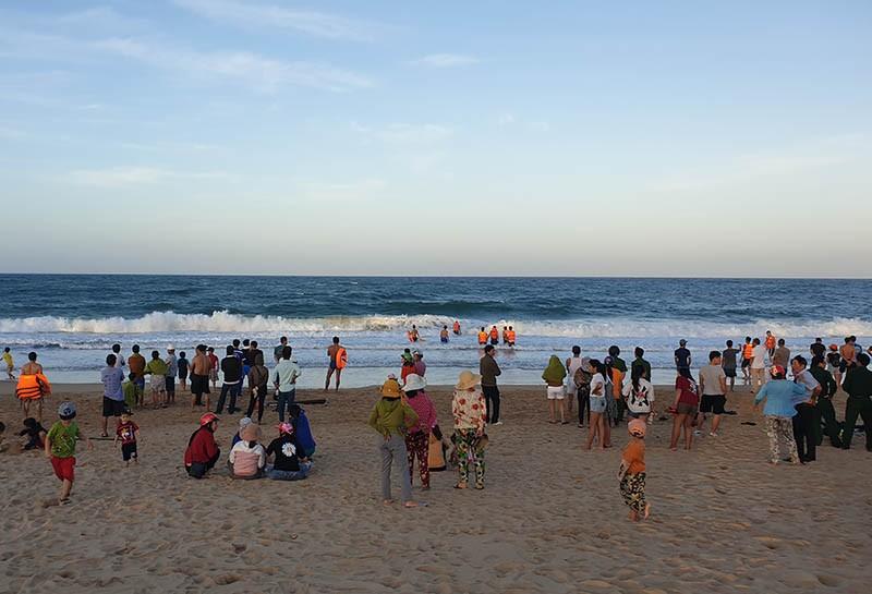 Một du khách mất tích khi tắm biển Tuy Hòa - ảnh 1