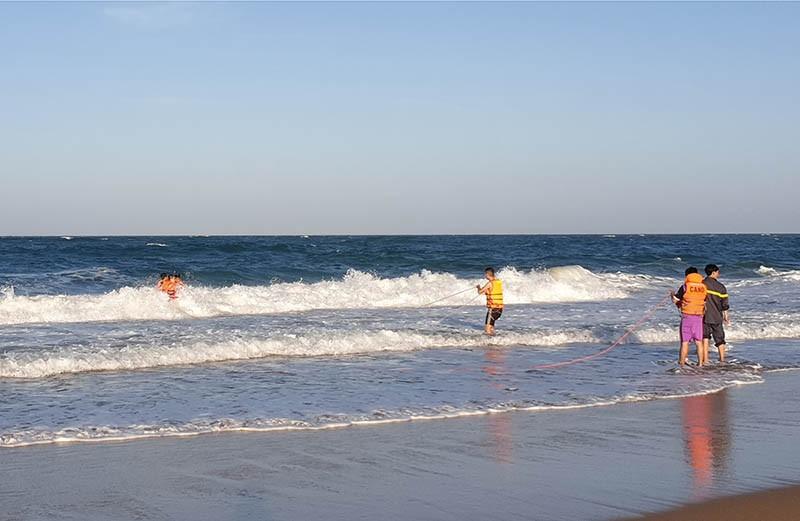 Tìm thấy thi thể du khách mất tích khi tắm biển Tuy Hòa - ảnh 1