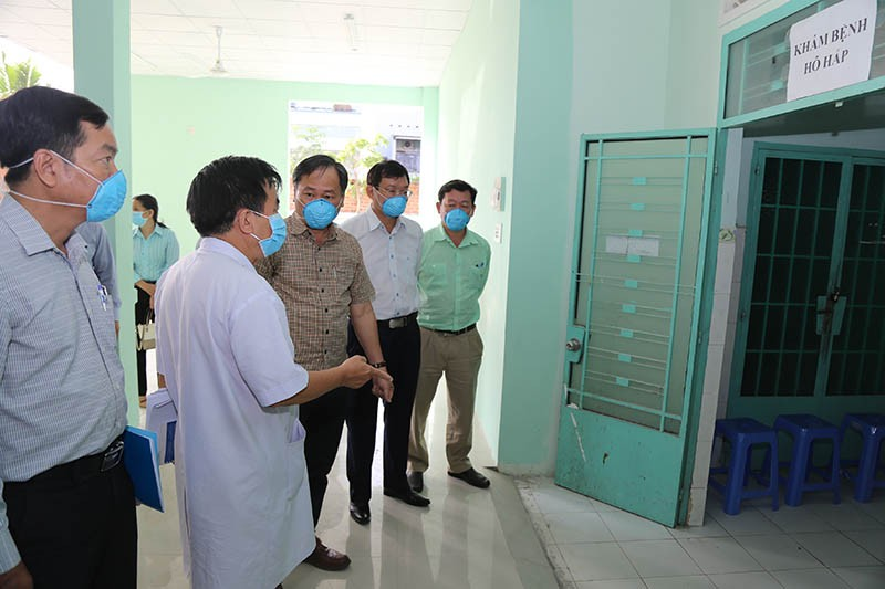 Bác sĩ từng khám cho bệnh nhân thứ 17 chủ động  đi cách ly - ảnh 1