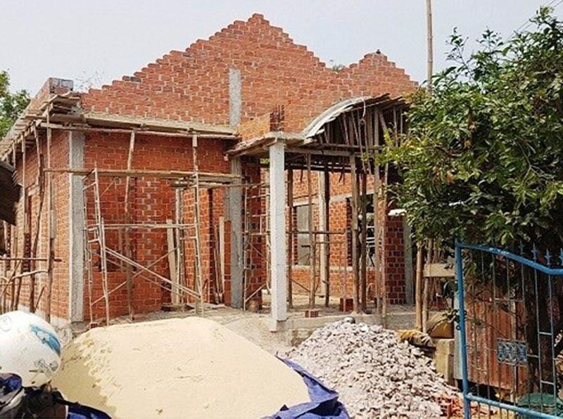 Sập giàn giáo nhà đang xây, 1 người chết - ảnh 1