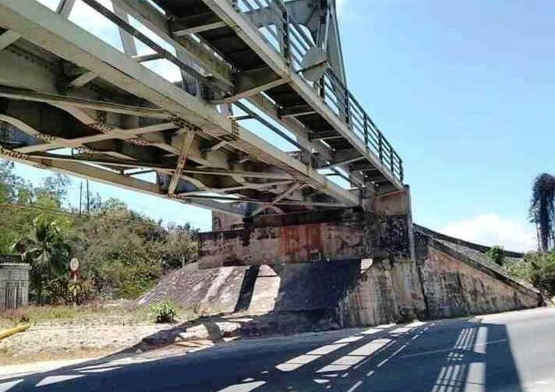 Chụp ảnh trên cầu đường sắt, 2 nữ sinh bị tàu lửa tông chết - ảnh 1