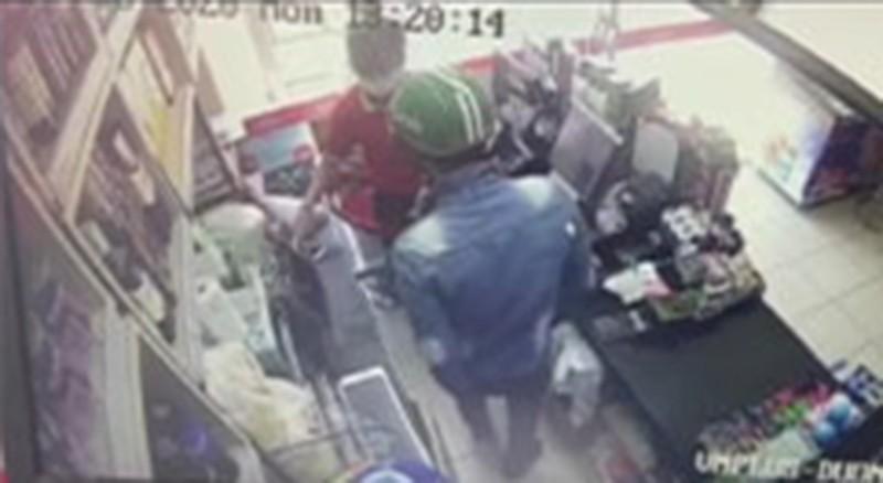 Cướp tiền táo tợn trong siêu thị ở Nha Trang  - ảnh 1