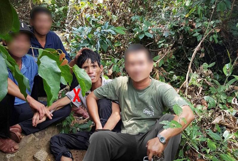 4 thợ rừng nhanh trí bắt nghi phạm giết người trốn giữa rừng  - ảnh 1