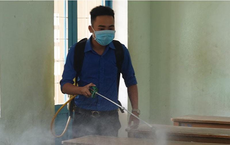 Học sinh THCS, THPT ở Bình Định đi học lại từ ngày 27-4 - ảnh 1