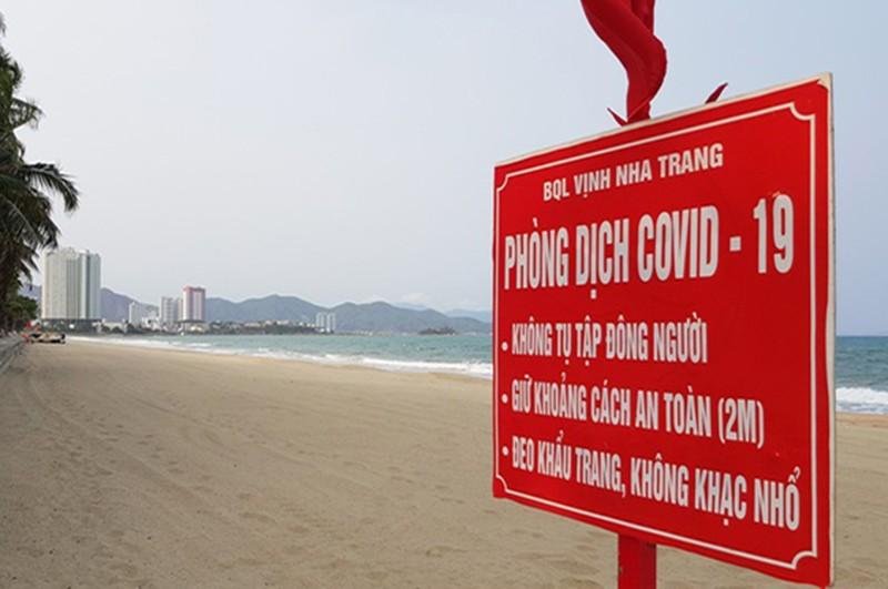 Khánh Hòa tiếp tục cấm tắm biển đến hết lễ 1-5 - ảnh 1