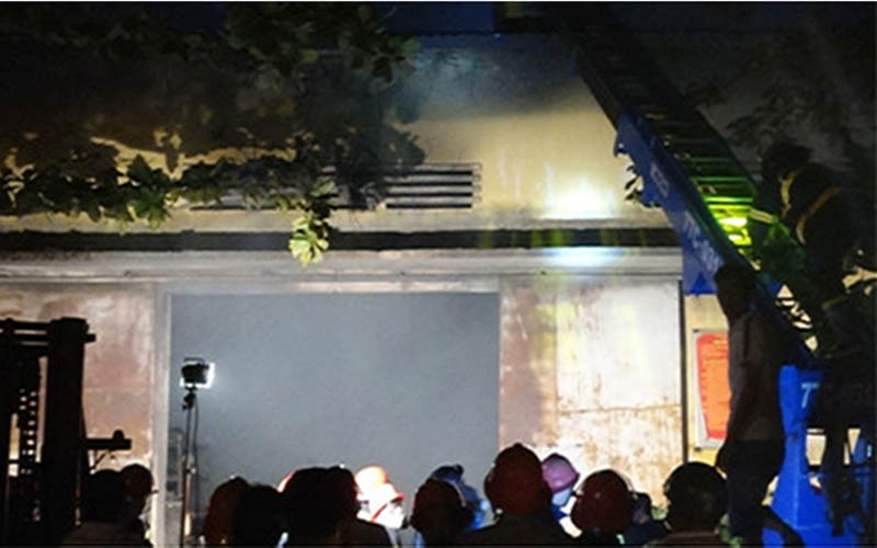 Cháy kho vật tư của Công ty Điện lực Bình Định - ảnh 1