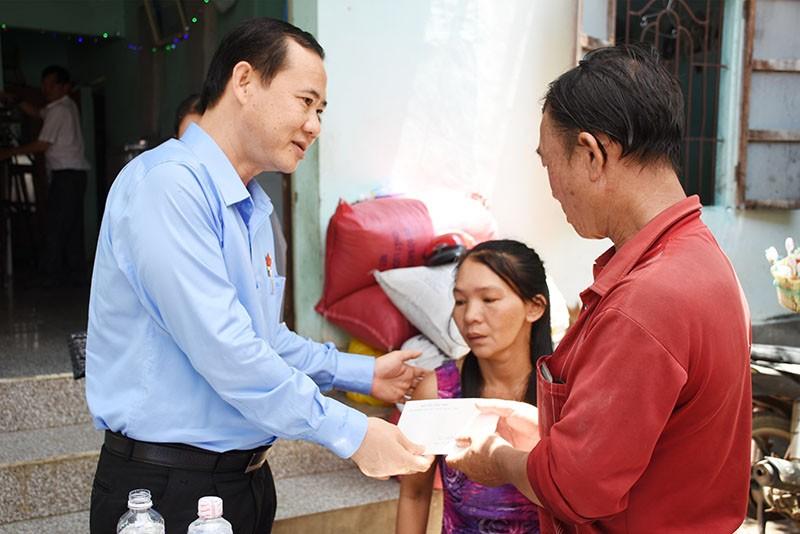 Phó Ban Nội chính Trung ương thăm gia đình bé gái bị sát hại - ảnh 1