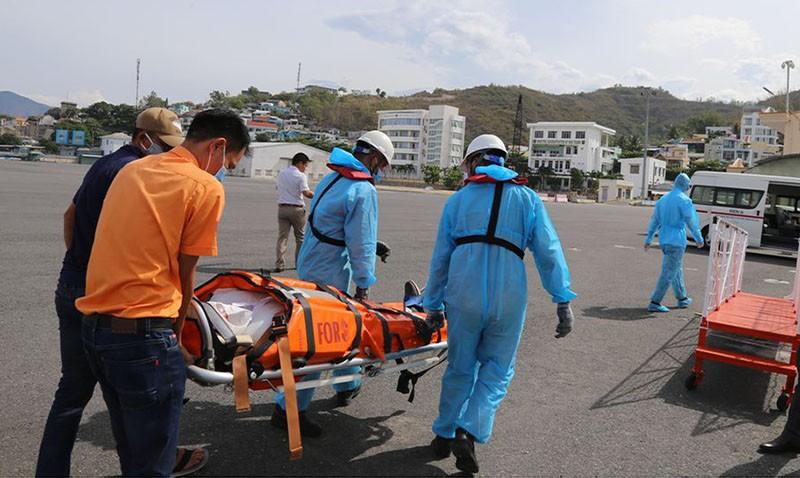 Cứu thuyền viên nước ngoài bị nguy kịch trên biển - ảnh 3