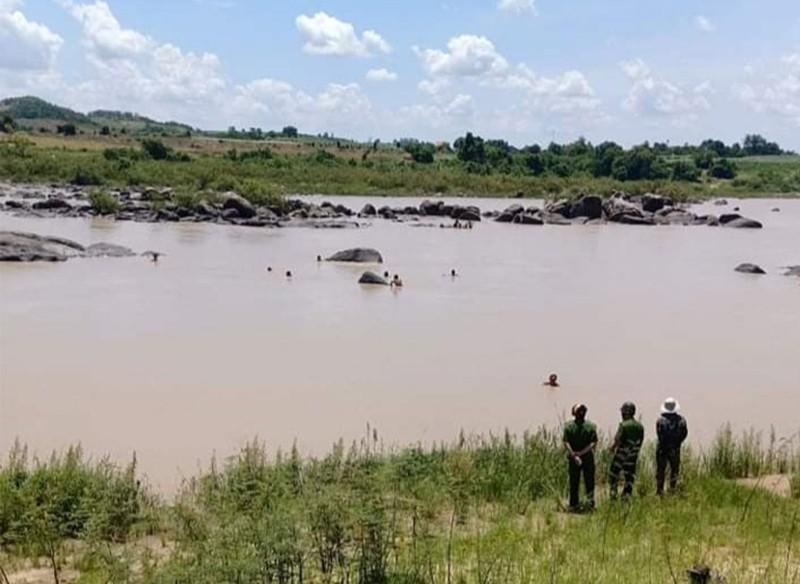 Một người chết đuối khi bắt cá trên hồ thủy điện - ảnh 1
