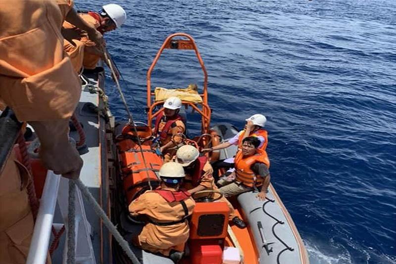 Cứu kịp thời một ngư dân bị đột quỵ trên biển - ảnh 2