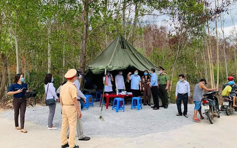 Bình Định bắt đầu xử phạt không đeo khẩu trang nơi công cộng - ảnh 1