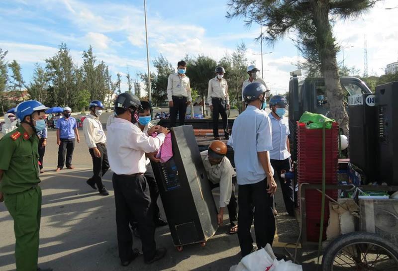 Phú Yên: Thu hàng chục loa kẹo kéo 'tra tấn' dân ở bãi biển - ảnh 2