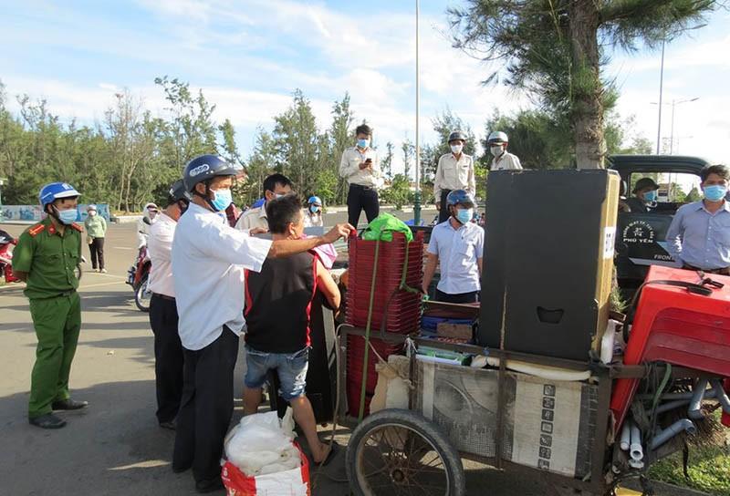 Phú Yên: Thu hàng chục loa kẹo kéo 'tra tấn' dân ở bãi biển - ảnh 3