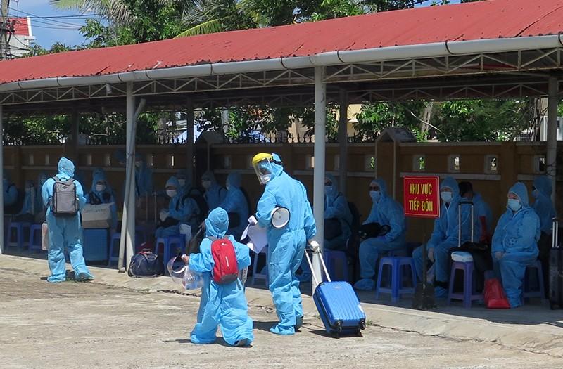 Phú Yên đón, cách ly 339 người Việt Nam về từ Liên bang Nga  - ảnh 2