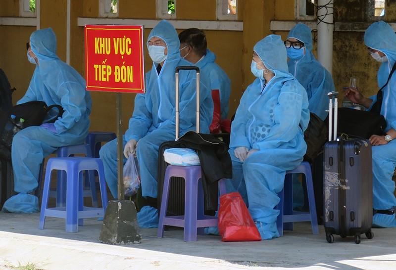 Phú Yên đón, cách ly 339 người Việt Nam về từ Liên bang Nga  - ảnh 3