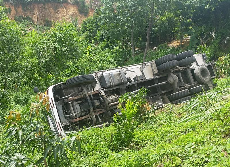 Xe tải 'trôi thắng', tông tử vong tài xế khi đi vệ sinh - ảnh 1
