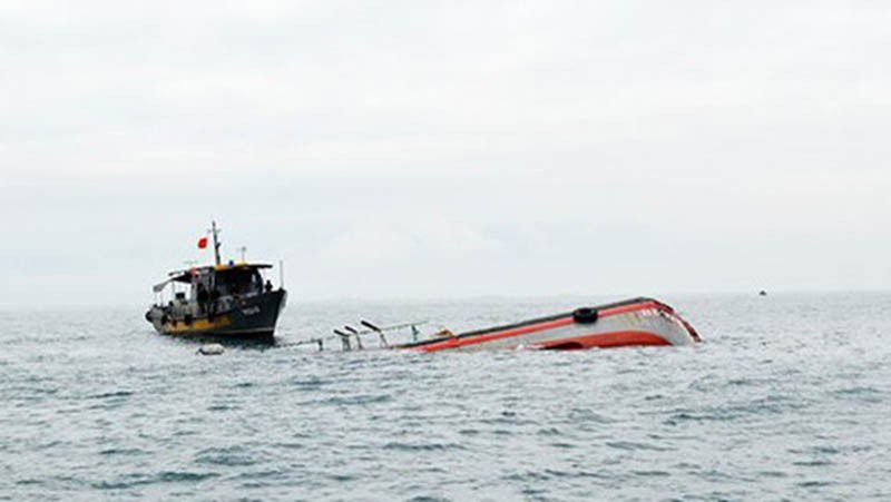 Tàu chở 13 ngư dân Bình Định bị chìm tàu vì áp thấp - ảnh 1