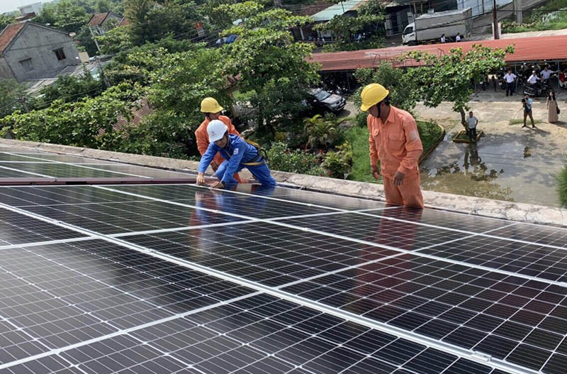 Lắp đặt hệ thống điện mặt trời cho bốn trường học - ảnh 1