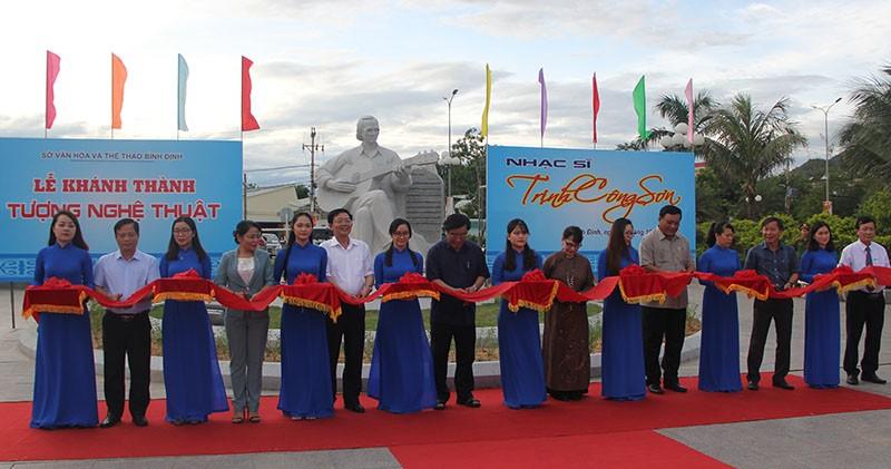 Đặt tượng Trịnh Công Sơn bên 'Biển nhớ' Quy Nhơn - ảnh 2