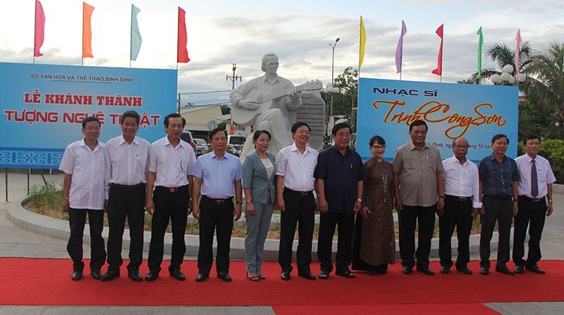 Đặt tượng Trịnh Công Sơn bên 'Biển nhớ' Quy Nhơn - ảnh 4