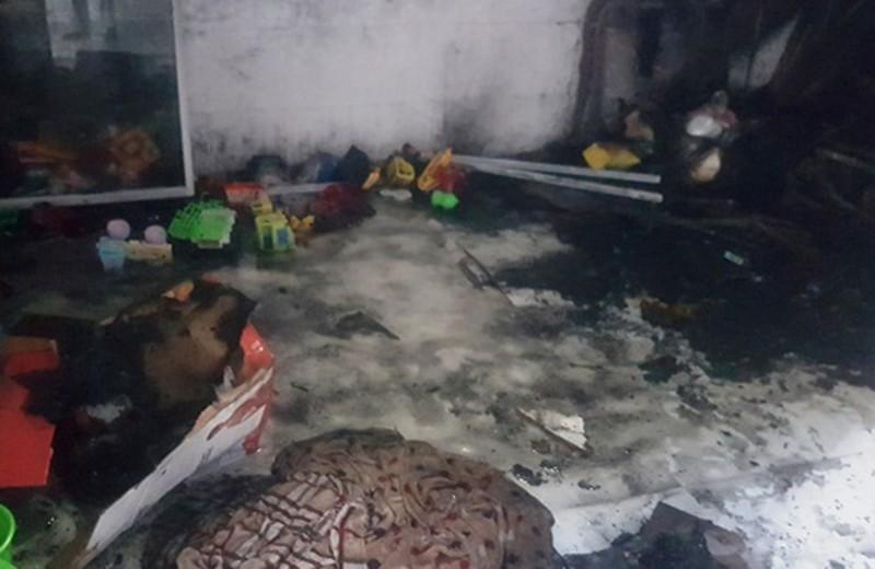 2 cháu bé tử vong vì nghịch lửa trong căn phòng khóa cửa - ảnh 1