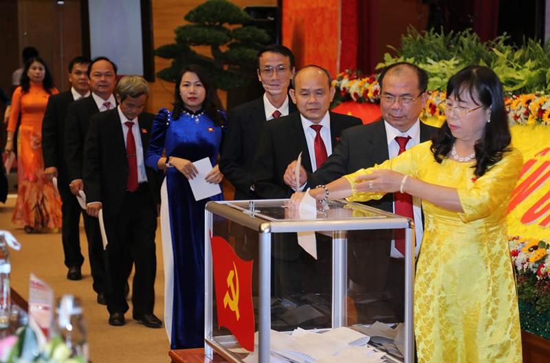 Chủ tịch tỉnh Bình Định làm bí thư Tỉnh ủy - ảnh 4