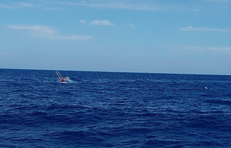 Mất liên lạc với 4 ngư dân trên tàu cá bị phá nước  - ảnh 1