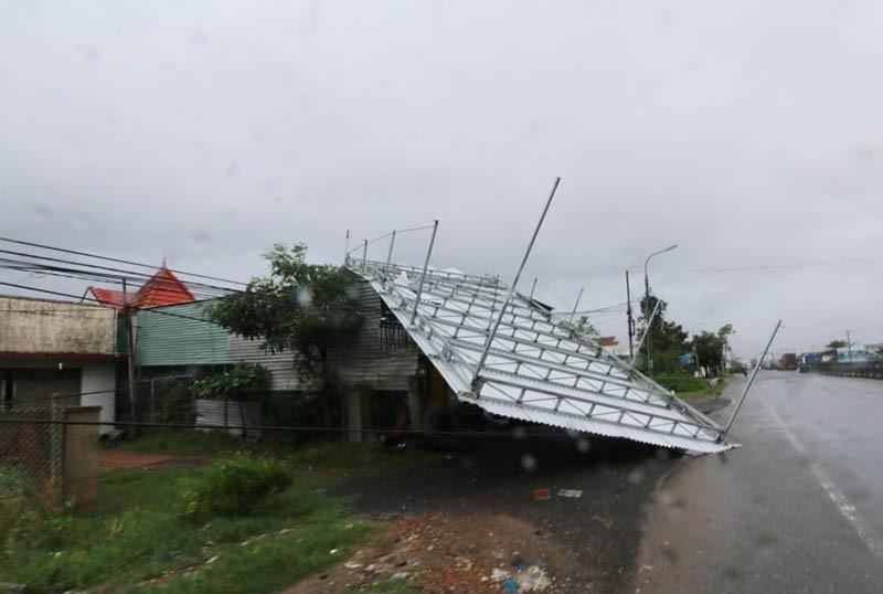 Giải cứu hàng trăm người bị kẹt trong lũ ở Khánh Hòa - ảnh 3