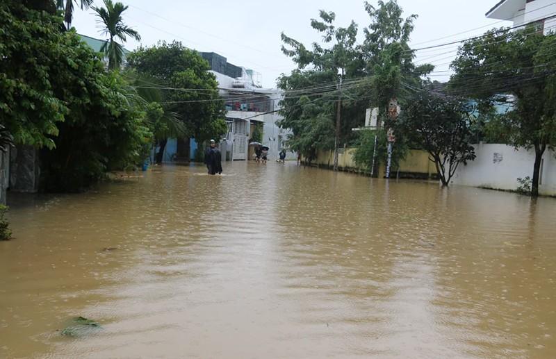 Nhiều vùng ở Khánh Hòa bị ngập nặng - ảnh 1
