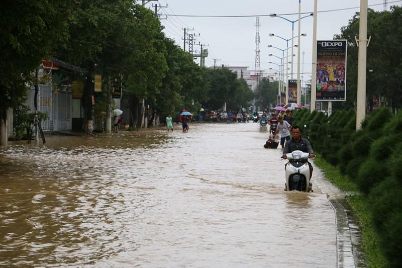 Nhiều vùng ở Khánh Hòa bị ngập nặng - ảnh 2