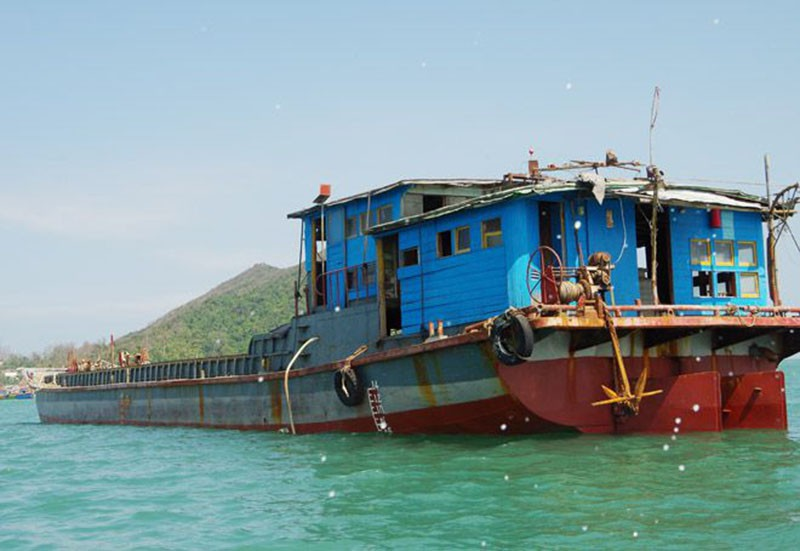 Phát hiện tàu chở hàng trôi dạt trên biển Bình Định - ảnh 1