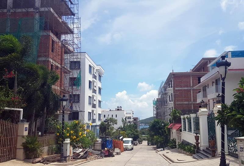 Chưa có kinh phí để tháo dỡ 15 biệt thự trái phép ở Nha Trang - ảnh 1