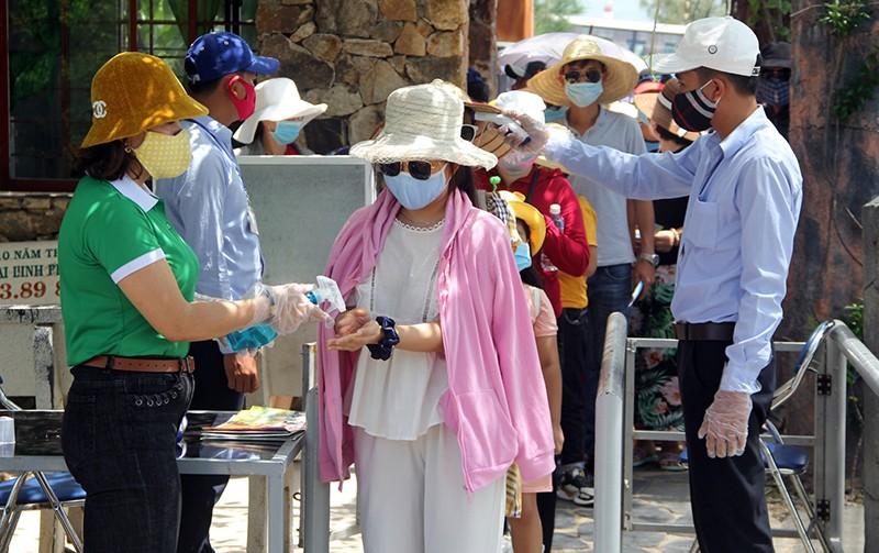 Phú Yên dừng hoạt động nhiều dịch vụ, cấm tập trung đông người - ảnh 1