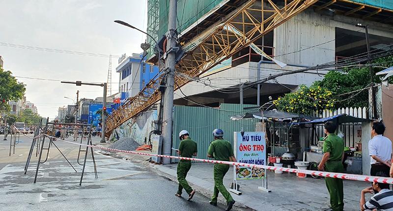 Tuy Hòa: Cần cẩu hơn 20 m rơi từ tầng 20, dân hú vía - ảnh 5