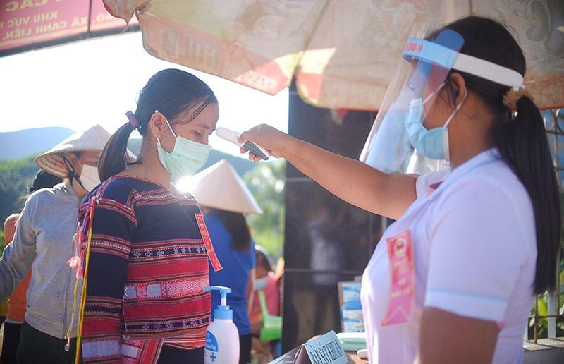 10 làng xa xôi nhất ở Bình Định bỏ phiếu bầu cử sớm - ảnh 2