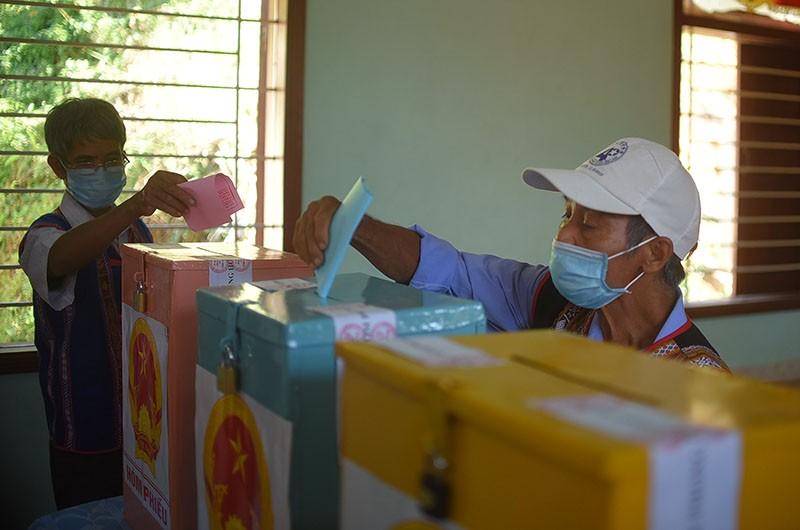 10 làng xa xôi nhất ở Bình Định bỏ phiếu bầu cử sớm - ảnh 4