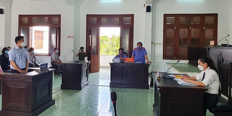 Hoãn xử vụ lộ đề thi công chức ở Phú Yên  - ảnh 3