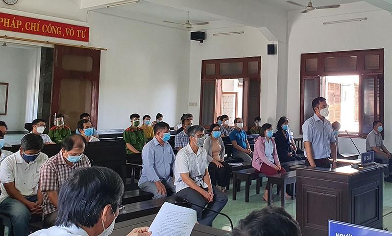 Hoãn xử vụ lộ đề thi công chức ở Phú Yên  - ảnh 4