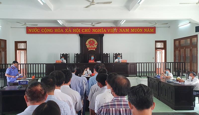 18 quan chức, cán bộ vụ lộ đề thi công chức ở Phú Yên hầu tòa  - ảnh 1