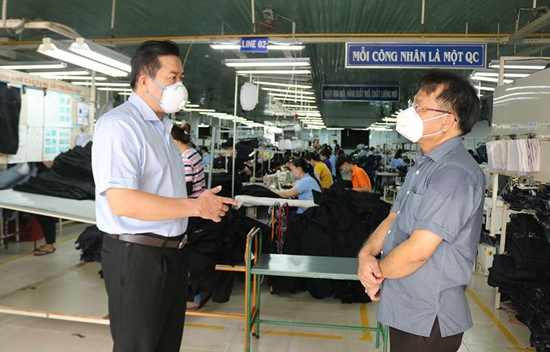 Chủ tịch tỉnh Phú Yên: Mở cửa an toàn để khôi phục sản xuất, kinh doanh - ảnh 1