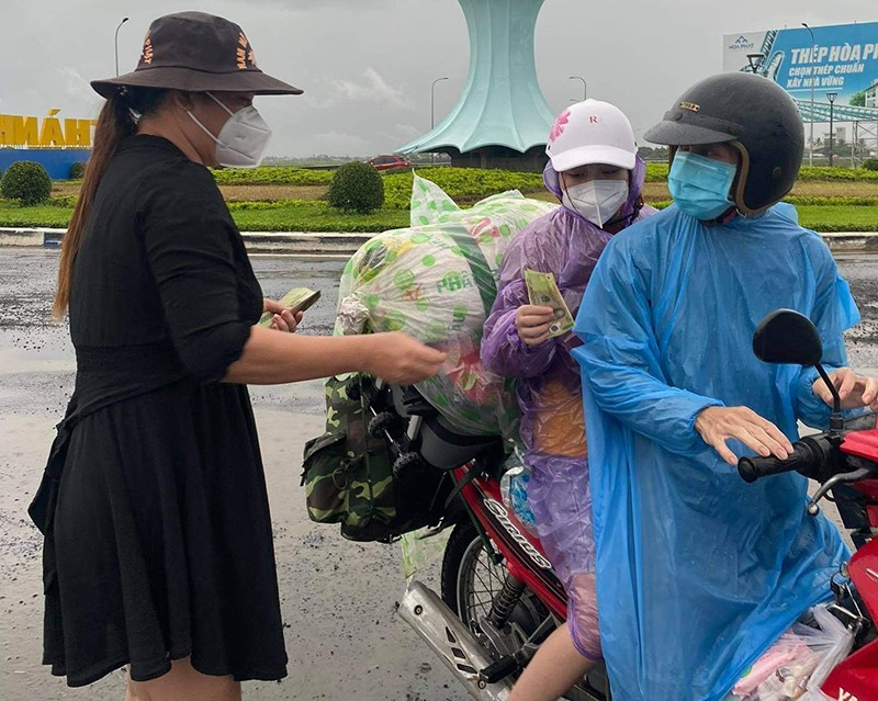 Phú Yên lập điểm trợ giúp người dân các tỉnh về quê - ảnh 3