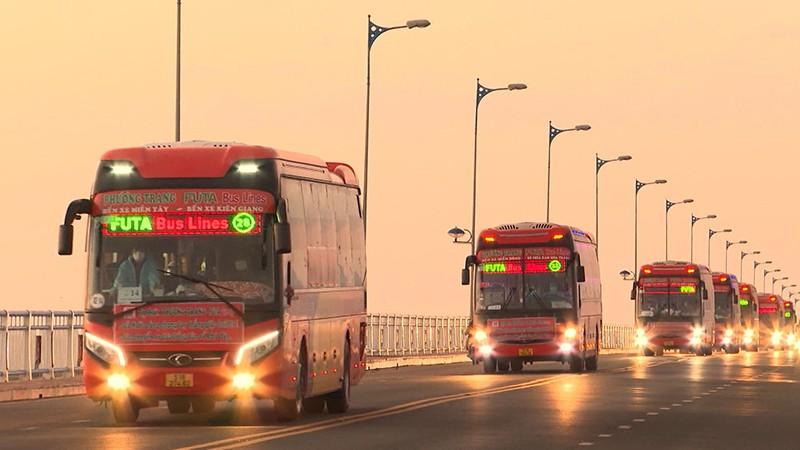 Phú Yên đưa gần 17.000 người về quê trên 730 chuyến xe nghĩa tình - ảnh 5